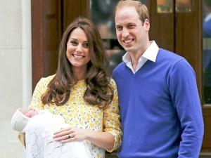 Tin tức trong ngày - Video: Tiểu công chúa Anh ra mắt công chúng