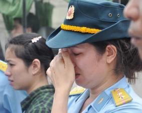 Tin tức Việt Nam - Ảnh: Xúc động tiễn biệt 2 phi công Su-22 về nơi yên nghỉ