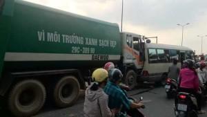 An ninh Xã hội - Hà Nội: Xe chở rác tông liên hoàn 4 ô tô, 1 người nhập viện