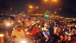 """Tin tức Việt Nam - TP.HCM: """"Nhích từng centimét"""" về nhà ngày đầu đi làm sau nghỉ lễ"""