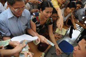 Giáo dục - du học - Mướt mồ hôi mua hồ sơ cho con vào lớp 6 ở Hà Nội