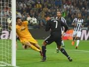Video bóng đá hot - Ronaldo lại vượt Messi, bắt kịp huyền thoại Real