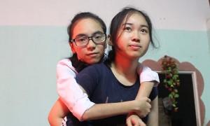 Bạn trẻ - Cuộc sống - Nữ sinh 9 năm học giỏi trên lưng bạn