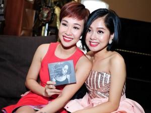 Ca nhạc - MTV - Uyên Linh gợi cảm đến mừng Hoàng Quyên