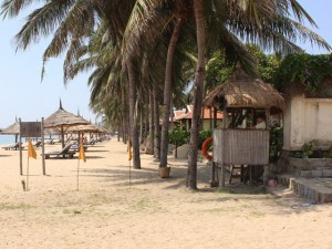 """Tin tức trong ngày - Đề nghị xử phạt khu du lịch """"cát cứ"""" bãi biển Nha Trang"""