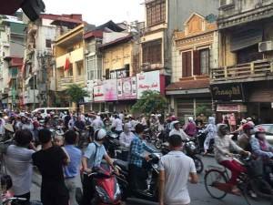 Tin tức Việt Nam - Hà Nội: Nổ lớn trước cửa công an phường