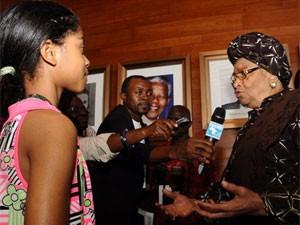 8X + 9X - Bé gái 12 tuổi từng phỏng vấn 14 nguyên thủ quốc gia