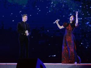 """Ca nhạc - MTV - Thu Phương đi chân trần để """"xứng đôi"""" với Mr. Đàm"""