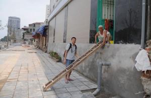 """Tin tức Việt Nam - Bắc thang vào nhà ở """"con đường đắt nhất hành tinh"""""""