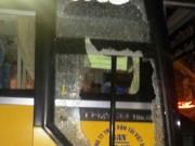 An ninh Xã hội - Côn đồ chặn xe khách, chém tài xế trọng thương