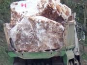 An ninh Xã hội - Giết người vì bị cấm chở đá qua rẫy nhà