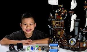 """Sản phẩm mới - Cậu bé 9 tuổi với thu nhập """"khủng"""" nhờ mạng Youtube"""