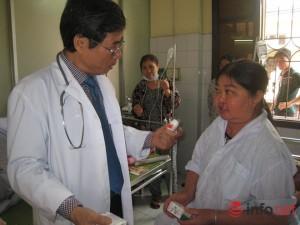 Sức khỏe đời sống - Uống thuốc nam chữa hen, người phụ nữ mọc lông đen kín người