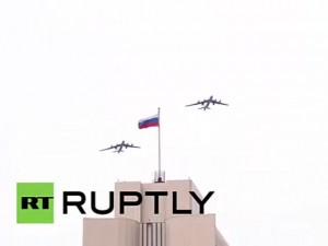 """Thế giới - Clip: Máy bay siêu hiện đại """"múa lượn"""" trên bầu trời Nga"""