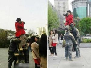 Tin tức trong ngày - TQ: Người phụ nữ ngồi lên đầu tượng lính để chụp ảnh