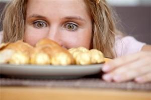 Sức khỏe đời sống - Tại sao chúng ta thèm ăn vào ban đêm?
