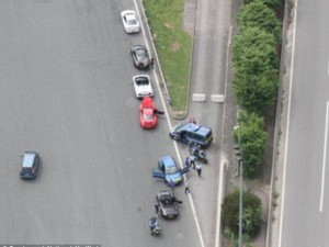Tin tức trong ngày - Pháp: Giỡn mặt cảnh sát, 5 siêu xe bị trực thăng tóm gọn