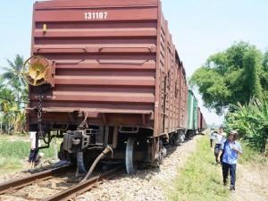 Tin tức trong ngày - Đoàn tàu 18 toa trật bánh khỏi đường ray