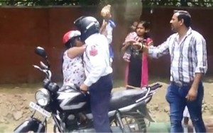 Thế giới - Cảnh sát giao thông dùng gạch tấn công phụ nữ ở Ấn Độ