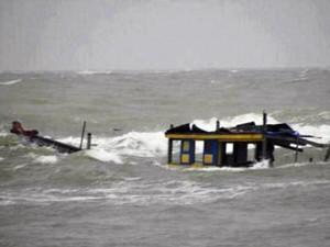 Tin tức Việt Nam - 3 tàu cá bị tố lốc đánh chìm: Tìm thấy thi thể nạn nhân