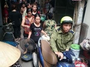 Tin tức Việt Nam - HN: Cháy khu trọ bên hồ, hàng trăm người vơ đồ bỏ chạy