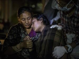 Tin tức trong ngày - Ảnh: Nepal oằn mình trong trận động đất kép