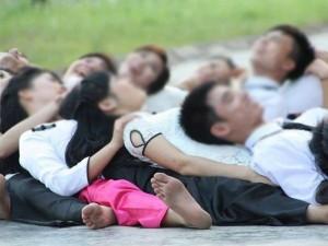 Bạn trẻ - Cuộc sống - Bộ ảnh kỷ yếu gây tranh cãi của sinh viên trường y
