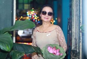 Ca sĩ Khánh Ly nghẹn ngào kể về chồng quá cố
