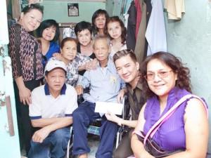 Ca nhạc - MTV - Gia đình Mr. Đàm dùng tiền phúng điếu ông ngoại làm từ thiện