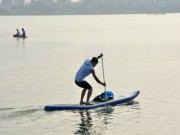 Các môn thể thao khác - SUP - môn thể thao dưới nước mới thu hút giới trẻ Hà thành