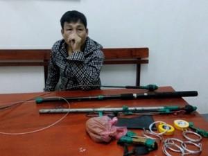 Tin tức trong ngày - Bị CSGT truy bắt, trộm chó cầm tuýp sắt, ớt bột chống trả