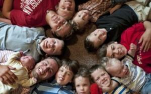 Bạn trẻ - Cuộc sống - Cặp vợ chồng liên tiếp sinh 13 quý tử trong vòng 22 năm