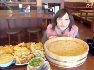 """Giới trẻ - Cô gái trẻ có khả năng ăn như """"thuồng luồng"""""""