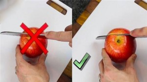 Ẩm thực - Clip: Mẹo cắt táo nhanh và không bị thâm