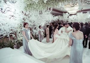 Cận cảnh váy cưới 6,5 tỷ của mỹ nhân đẹp nhất Thái Lan