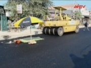 Camera hành trình - Xe lu lùi gấp, cán chết công nhân làm đường