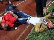 """Video bóng đá hot - Bị """"lừa đẹp"""", NHM biến niềm vui thành thảm kịch"""