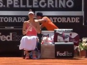 """Tennis 24/7: Cậu bé gặp nạn  """" vì """"  Sharapova"""