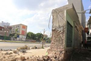 """Tin tức Việt Nam - Ảnh: Nhà kỳ dị trên """"con đường đắt nhất hành tinh"""" ở HN"""