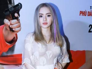 Ngôi sao điện ảnh - Em gái Phương Trinh táo bạo mặc xuyên thấu không nội y