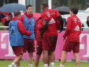 """Tin bên lề bóng đá - Lewandowski - Boateng """"tẩn"""" nhau trên sân tập"""