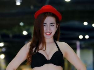 DJ Trang Moon: Đến hồ bơi chẳng nhẽ mặc sơ mi?