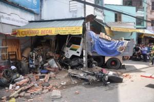 Tin tức Việt Nam - Xe ben tông sập nhà dân, 2 người tử vong