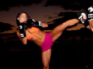 Thế giới - Anh: Nữ võ sĩ dùng đòn kẹp kẻ hiếp dâm đến bất tỉnh