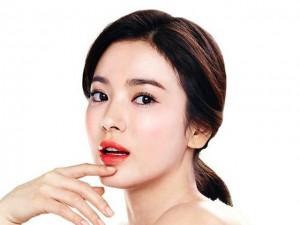 4 giải pháp đặc trị đôi môi đầy nếp nhăn