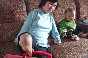 8X + 9X - Bà mẹ không tay dùng đôi chân tật nguyền chăm con