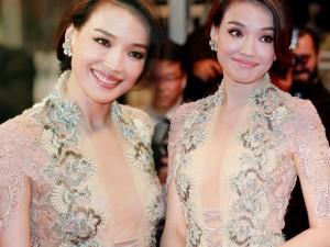 """Thời trang - Thư Kỳ khoe ngực """"mini"""" với váy xuyên thấu ở Cannes"""