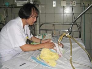 Sức khỏe đời sống - Hà Nội: Trẻ mắc tay chân miệng nhập viện tăng đột biến