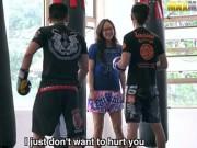 Võ thuật - Quyền Anh - Mỹ nữ Muay Thái đánh gục 2 nam võ sĩ boxing