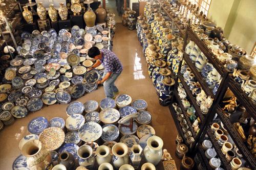 """""""Vua gốm sứ"""" ở Sài Gòn với 100.000 cổ vật"""